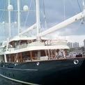 <p> Sau khi rời Uber, ông đi du lịch ở Tahiti. Khi đó, ông thuê chiếc thuyền buồn trị giá 70 triệu USD của ông trùm truyền thông Barry Diller và nhà thiết kế Diane von Furstenberg để đi tham quan các hòn đảo xung quanh. Chiếc thuyền Eos này dài gần 93m và có sức chứa 16 hành khách và 21 thành viên của đội vận hành tàu. Ảnh: <em>YouTube.</em></p>