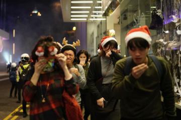 Thế giới tuần qua: Muôn vẻ đón Giáng sinh trên thế giới
