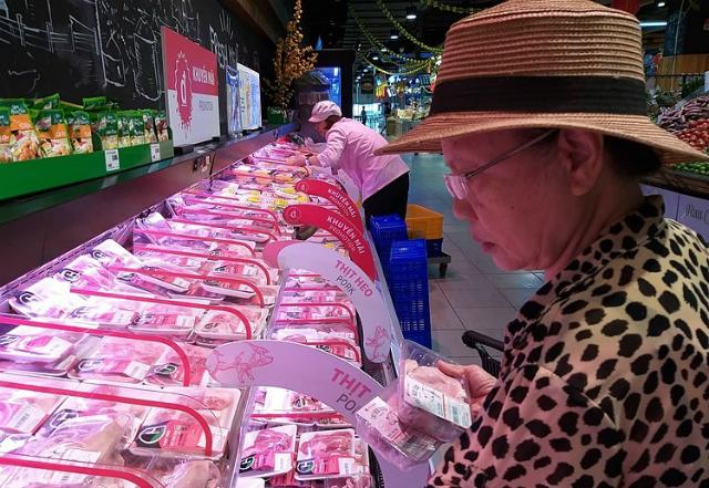 Quầy thịt heo tại siêu thị trên đường Nguyễn Văn Lượng, Gò Vấp. Ảnh: Thi Hà.
