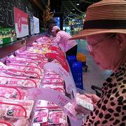 Siêu thị bắt đầu giảm giá thịt heo