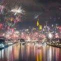 <p> Thủ đô Frankfurt, Đức tràn ngập màu sắc. Ảnh: <em>AP</em>.</p>