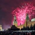 <p> Dòng người đổ về đón giao thừa tại thành phố Moscow, Nga. Ảnh: <em>EPA</em>.</p>