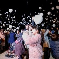 <p> Người dân tại thủ đô Tokyo, Nhật Bản thả bóng bay trắng gắn với lời cầu nguyện cho năm 2020. Ảnh: <em>Reuters</em>.</p>