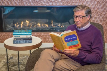 5 cuốn sách Bill Gates gợi ý nên đọc trong kỳ nghỉ cuối năm