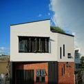 """<p class=""""Normal""""> Daisy House là tên của ngôi nhà được xây dựng trên mảnh đất 60 m2 tại Đà Nẵng. Kiến trúc sư gọi đây là không gian của nắng, gió và hơi thở thiên nhiên.</p> <p class=""""Normal""""> Cùng với hình ảnh của Daisy House, tạp chí kiến trúc của Mỹ - Archdaily viết: """"Cây xanh đóng vai trò là lá phổi trong ngôi nhà này"""".</p>"""