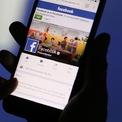 """<p class=""""Normal""""> <strong>3.<span> </span>Facebook</strong></p> <p class=""""Normal""""> Mạng xã hội lớn nhất thế giới cán mốc một tỷ người dùng chỉ vài tháng sau khi lên sàn chứng khoán vào năm 2012. Đến nay, Facebook có 2,45 tỷ người dùng thường xuyên mỗi tháng. Thời gian qua, dù CEO Mark Zuckerberg và Facebook hứng chịu nhiều chỉ trích liên quan đến quyền riêng tư và bê bối lộ dữ liệu người dùng, cổ phiếu của công ty này vẫn tăng mạnh trong năm 2019. (Ảnh: <em>Bloomberg</em>)</p>"""