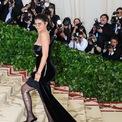 <p> Ở tuổi 22, Kylie Jenner là tỷ phú trẻ nhất thế giới. Jenner sở hữu tài sản một tỷ USD, trong đó phần lớn là nhờ công ty mỹ phẩm Kylie Cosmetics do cô sáng lập. Tháng 11 vừa qua, cô em út nhà Kim bán 51% cổ phần Kylie Cosmetics cho tập đoàn Coty với mức định giá của startup là 1,2 tỷ USD. (Ảnh: <em>Shutterstock</em>)</p>