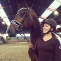 <p> Alexandra, 23 tuổi, là một vận động viên đua ngựa và có ít nhất 4 con ngựa. Những chú ngựa của nữ tỷ phú trẻ tuổi được chăm sóc kỹ lưỡng bởi các bác sĩ thú y chuyên nghiệp. Alexandra cũng dành thời gian cho những hoạt động ngoài trời khác như cắm trại, leo núi, dã ngoại, và câu cá. (Ảnh: <em>Instagram</em>)</p>