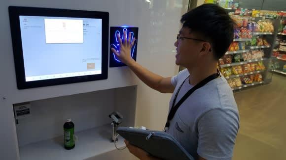 Các cơ quan chính phủ như Enterprise Singapore, có thể hỗ trợ đến 70% chi phí công nghệ cần thiết để xây dựng một cửa hàng tự động.