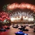 <p> Đêm 31/12, pháo hoa rực sáng ở tất cả thành phố lớn tại các châu lục trong giây phút chuyển giao từ năm 2019 sang năm 2020. Pháo hoa rực rỡ tại thành phố Sydney, Australia. Ảnh: <em>Reuters</em>.</p>