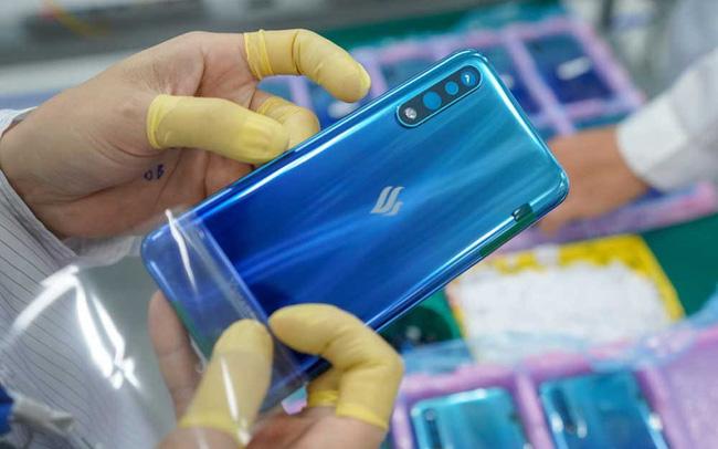 Smartphone của tỷ phú Phạm Nhật Vượng bất ngờ tăng trưởng chưa từng có, sắp bằng Apple tại Việt Nam