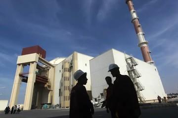 Lực lượng tên lửa Iran báo động cao, Tehran tuyên bố làm giàu uranium không giới hạn