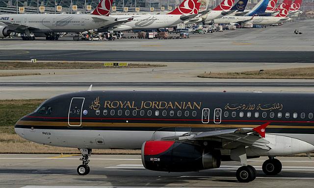Một máy bay của Royal Jordanian - hãng vừa huỷ chuyến đến Baghdad. Ảnh: Zuma Press