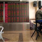 Giới đầu tư quay lưng với vàng, chứng khoán châu Á phục hồi