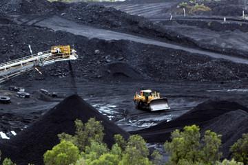 Ngành than Australia càng thêm khó vì thảm họa cháy rừng
