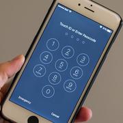 FBI lại cầu cứu Apple mở khóa iPhone của phi công Saudi Arabia