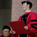 """<p class=""""Normal""""> <strong>5. Mark Zuckerberg, CEO Facebook</strong></p> <p class=""""Normal""""> Tài sản: 82 tỷ USD</p> <p class=""""Normal""""> Tương tự Bill Gates, Mark Zuckerberg bỏ dở việc học tại Harvard để khởi nghiệp Facebook. Năm 2017, ông chủ Facebook được đại học này trao bằng tốt nghiệp danh dự sau 12 năm bỏ học. (Ảnh: <em>CNBC</em>)</p>"""