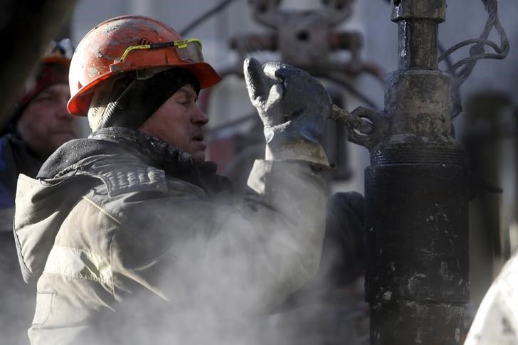 Giá dầu giảm, mất mốc 65 USD/thùng