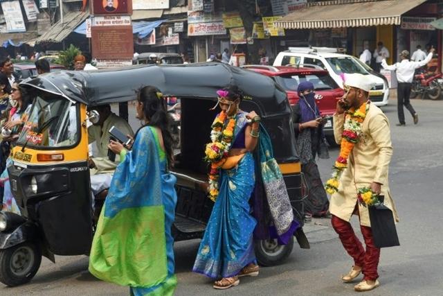 Kinh tế khó khăn, nhiều gia đình ở Ấn Độ giảm chi tiêu cho các đám cưới. Ảnh: AFP.