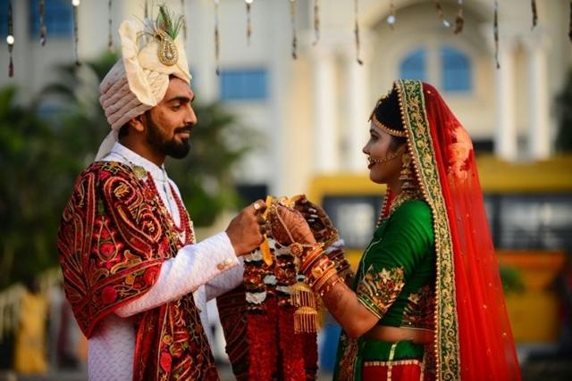 Nhiều người Ấn Độ coi những đám cưới là phương pháp khẳng định vị thế trong xã hội. Ảnh: AFP.