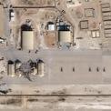<p> Hình ảnh vệ tinh cho thấy thiệt hại của căn cứ không quân al-Asad tại Iraq sau khi Iran phóng tên lửa trả thù Mỹ. Vào khoảng 17h30 EST ngày 7/1 (5h30 ngày 8/1 giờ Hà Nội), Iran phóng hơn 10 tên lửa đạn đạo nhằm vào quân đội Mỹ và lực lượng liên minh tại Iraq, theo Lầu Năm Góc. Vệ binh Cách mạng Hồi giáo Iran (IRGC) sau đó xác nhận họ phóng tên lửa để đáp trả vụ Mỹ không kích diệt tướng Qassem Soleimani trước đó. Ảnh: <em>Reuters</em>.</p>