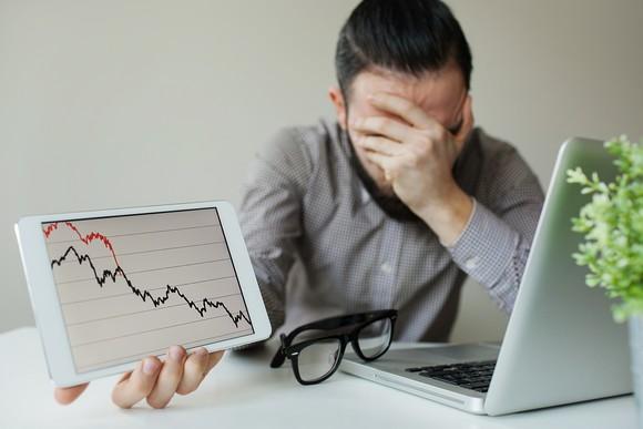 Thanh khoản cạn kiệt, cổ phiếu ngân hàng đồng loạt giảm