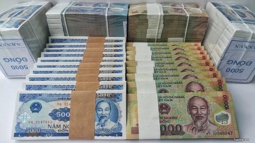Phí đổi tiền mới lên 20% dịp cận Tết