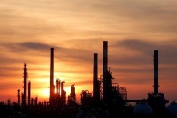 Nhà đầu tư phân tích số liệu tồn kho tại Mỹ, giá dầu giảm 1%