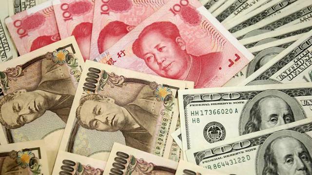 Yen Nhật, nhân dân tệ Trung Quốc và đôla Mỹ. Ảnh: Reuters
