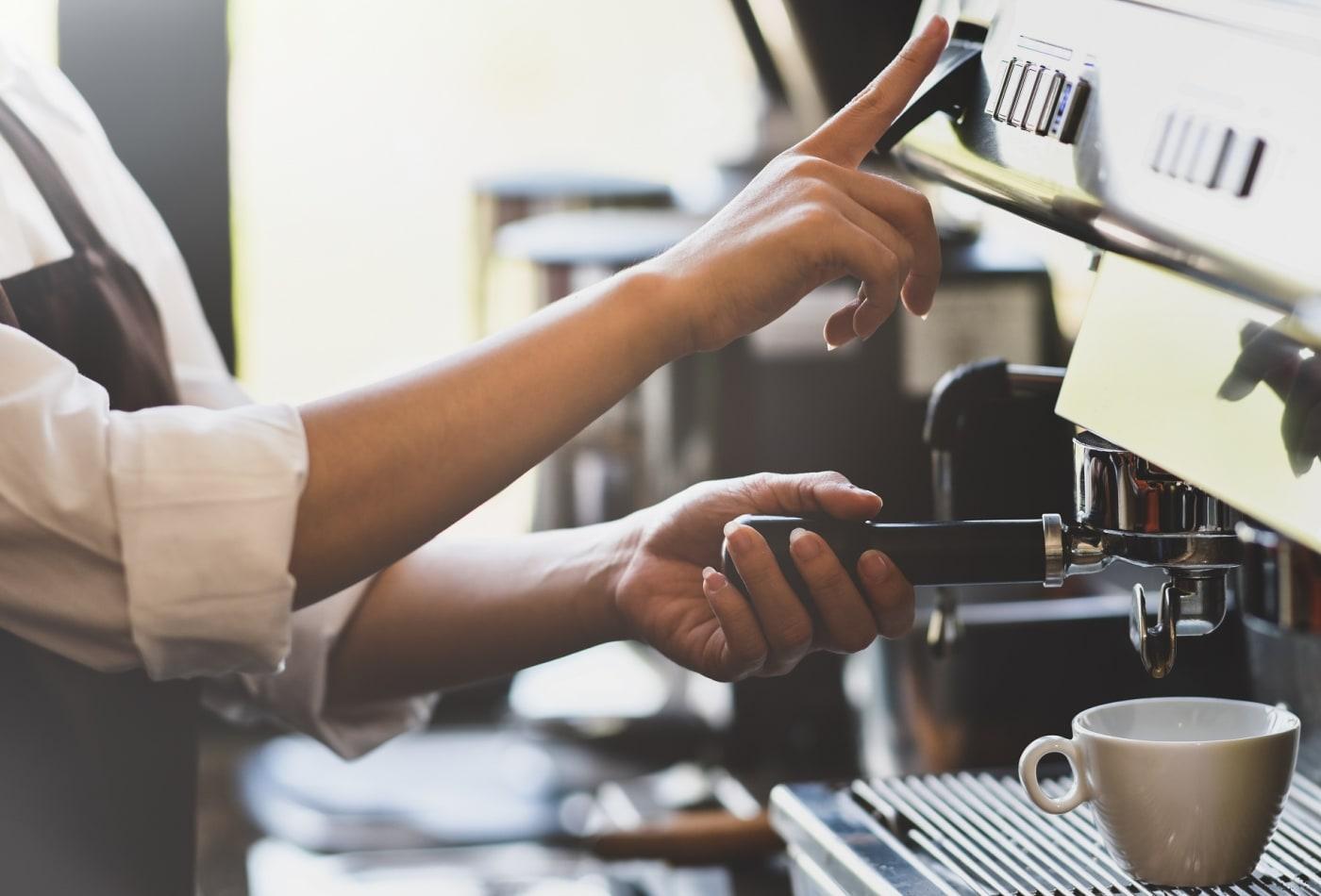 Thạc sĩ Harvard sáng lập công ty triệu USD nhờ trải nghiệm làm phục vụ tại Starbucks