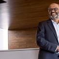 """<p class=""""Normal""""> <strong>Shantanu Narayen, Chủ tịch và CEO Adobe Systems</strong></p> <p class=""""Normal""""> Shantanu Narayen sinh ra trong một gia đình có mẹ là giáo viên dạy văn học Mỹ và cha điều hành một công ty nhựa tại Hyderabad. Ông tốt nghiệp Đại học Osmania của Ấn Độ và có bằng MBA của Đại học California, Berkeley. Khi mới đi làm, Narayen đầu quân cho Apple. Đến tháng 12/2007, ông trở thành CEO hãng phần mềm Adobe. (Ảnh: <em>Twitter</em>)</p>"""