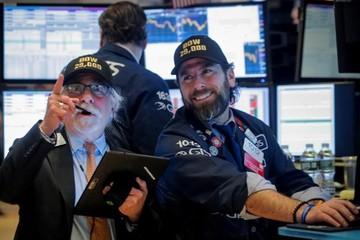 Dow Jones lần đầu chốt phiên trên 29.000 điểm, S&P 500 lên đỉnh mới