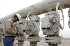 Giá dầu tăng 1% nhờ kỳ vọng lực cầu tăng