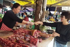 Thực phẩm, trái cây phục vụ Tết bắt đầu tăng giá