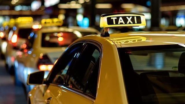Taxi được lựa chọn gắn hộp đèn hoặc dán phù hiệu