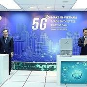 Hai bộ trưởng gọi thử 5G trên thiết bị 'made in Vietnam'
