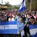 """<p class=""""Normal""""> Một đoàn di cư hơn 3.000 người di chuyển vào lãnh thổ Guatemala để tìm đường sang Mỹ vào ngày 16/1. Chính phủ Mexico ngày 17/1 đã triển khai thêm khoảng 200 sĩ quan thuộc lực lượng Vệ binh Quốc gia tới biên giới Guatemala để ngăn dòng người này, chủ yếu là các công dân từ Honduras và El Salvador.<br /><br /><span>Để thoát khỏi tình trạng bạo lực và nghèo đói tại quê nhà, hàng nghìn người Honduras và El Salvador đã rời bỏ đất nước thông qua các đoàn người di cư quy mô lớn từ cuối năm 2018, với hy vọng được tị nạn ở Mỹ. Điều này khiến Tổng thống Donald Trump cảnh báo về một """"cuộc xâm lược"""" và triển khai gần 6.000 lính Mỹ đến tăng cường an ninh ở khu vực biên giới. Ảnh: <em>Reuters</em>.</span></p>"""