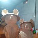 <p> Những chú chuột đan lát từ lục bình được đội nón quai thao đậm nét văn hóa Việt cùng nét đáng yêu đã được hoàn thành.</p>