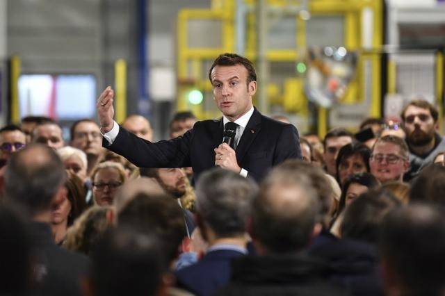 Tổng thống Pháp Macron phát biểu trong chuyến thăm nhà máy AstraZeneca ở Dunkirk, Pháp, hôm 20/1. Ảnh: Reuters.