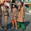 <p> Chất liệu canvas được in hình chuột Mickey cùng biểu tượng hai chữ G lồng chéo vào nhau huyền thoại của Gucci làm nên các mẫu thời trang cho bộ sưu tập hợp tác giữa Gucci và Disney.<br /><br /> Đặc biệt Gucci đã công phu thực hiện chiến dịch quảng bá với sự xuất hiện của Nghê Ni - diễn viên Trung Quốc làmđại sứ thương hiệu của hãng, nam diễn viên người Anh Earl Cave và nhà thiết kế Zoë Bleu.<br /><br /> Giá của bộ sưu tập dao động từ 210 USD cho dải lụa thắt nơ cổ đến 4.900 USD cho áo khoác.</p>