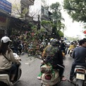 <p> Đường Hoàng Hoa Thám vào buổi sáng, khách mua không nhiều nhưng từ 15h thì khách hàng mua sắm gây tắc đường, một chủ bán hoa dọc đường cho biết.</p>