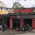 <p> Tiệm sửa xe trên đường Thuỵ Khuê, Ba Đình, một số khách ở quán đợi rửa xe còn hầu hết khách để xe lại cho quán rửa và tranh thủ giải quyết công việc khác.</p>