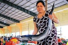 Thủy hải sản tăng giá mạnh