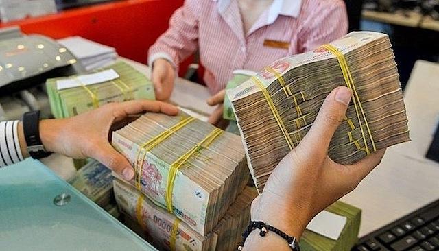 Lãi suất tiền gửi bất ngờ giảm trước Tết