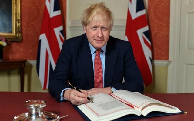 Thủ tướng Johnson ký thỏa thuận đưa Anh rời EU. (Ảnh: Văn phòng Thủ tướng Anh)