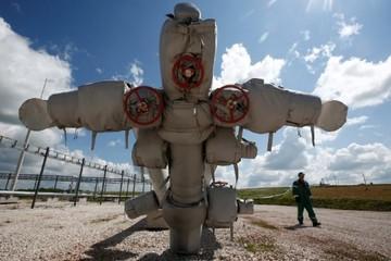 Giá dầu giảm thêm 2%, Brent có tuần tệ nhất một năm