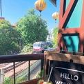 <p> <strong>4. Laika Coffee</strong></p> <p> Sở hữu tầm nhìn ra đường tàu, Laika Coffee được gọi tên là quán cà phê săn tàu, thu hút khách muốn đón cảnh đoàn tàu chạy ngang qua.<br /> Các dịp đặc biệt quán đều có phần trang trí riêng cho khách tham quan và chụp ảnh.</p> <p> Mức giá tầm trung khiến Laika được nhiều bạn sinh viên ưa thích.</p>