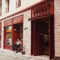 <p> <strong>3. All Day Coffee</strong></p> <p> All Day Coffee mang phong cách châu Âu với tông màu đỏ cùng những bức tường thô mộc để lộ bề mặt gạch đỏ nung.</p> <p> Phong cách phục vụ, thiết kế không gian và thực đơn đồ uống, thức ăn của quán đều được gây dựng phục vụ khách hàng trẻ yêu cầu cao đồng đều về hình thức và chất lượng.</p>