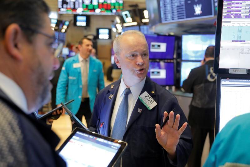 Phố Wall bị bán tháo, S&P 500 có ngày tệ nhất kể từ tháng 10