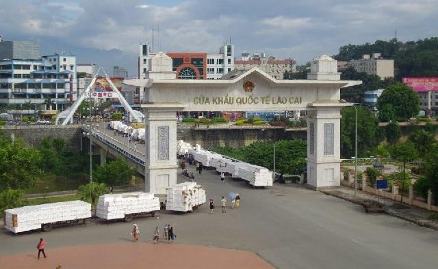 'Mở hàng' thành công hơn 1.300 tấn nông sản xuất nhập khẩu ngày mồng 2 Tết